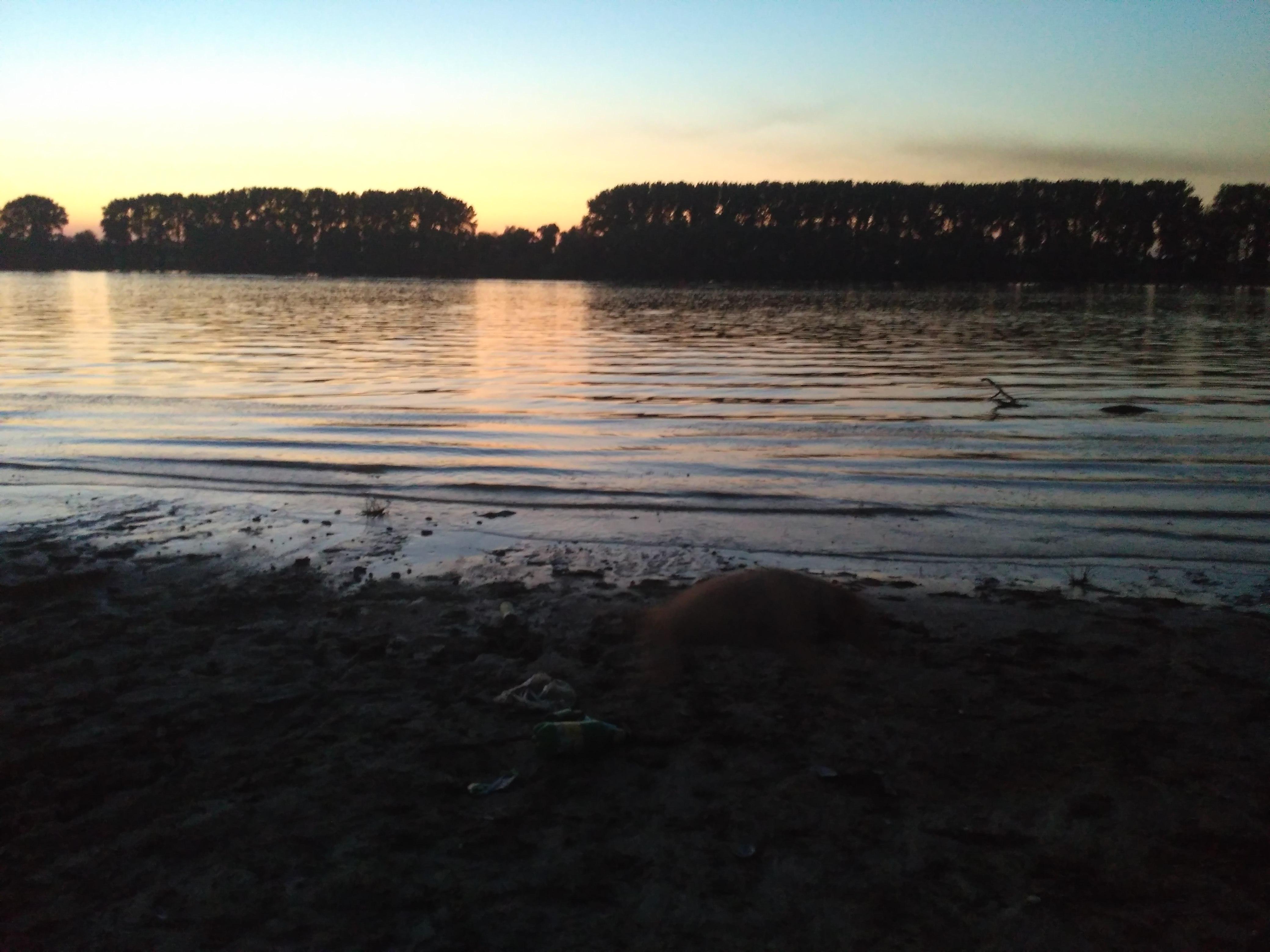 Dunaj przy zachodzie słońca.