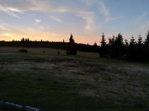 Polana Izerska przy zachodzie słońca. Kilka godzin później rozegrał się prawdziwy gwiezdny spektakl