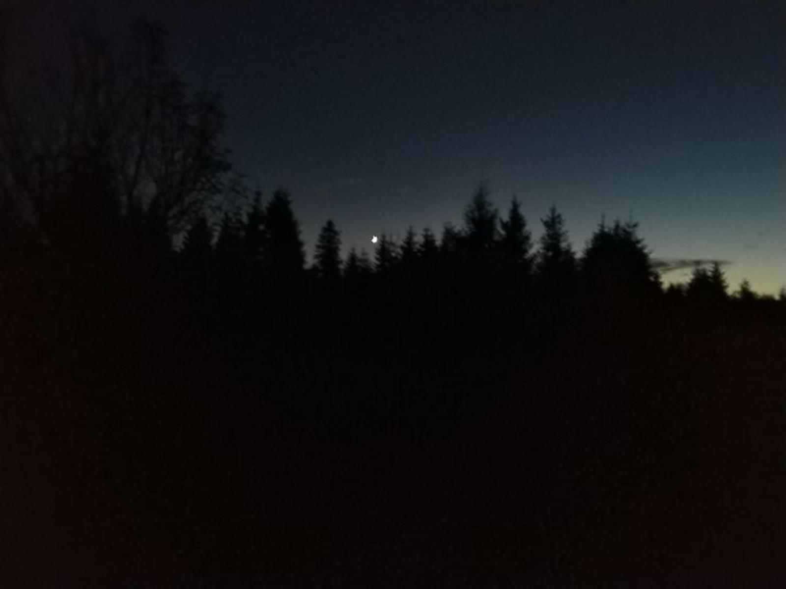 Wschodzący księżyc