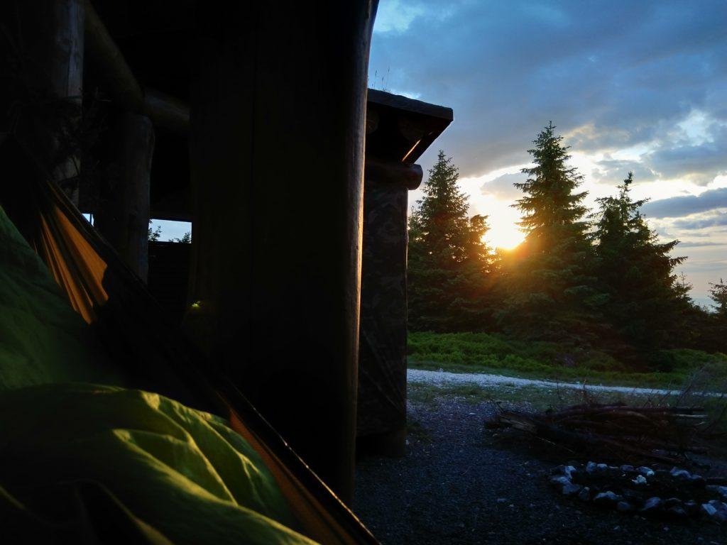 Wschód słońca w hamaku.