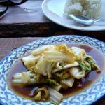 Wegański, super-ostry posiłek w tajskiej restauracji w Tallinie
